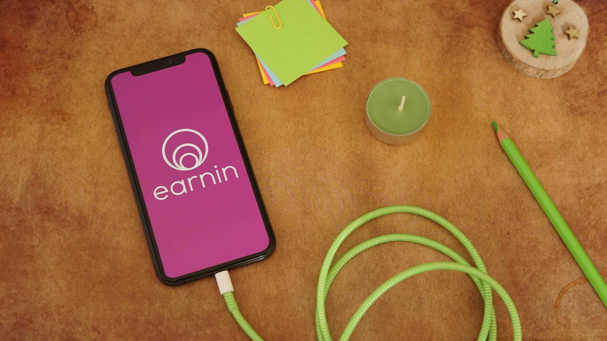 Image of earnin app on smartphone
